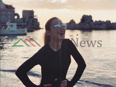 """""""PËR ÇDO GRUA KA NJË…""""/ Moderatorja shqiptare publikon foton seksi si asnjëherë më parë"""