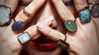 """""""JU PËLQEN TRADICIONALJA""""/ Gishtat ku mbani unaza tregojnë shumë për personalitetin tuaj"""