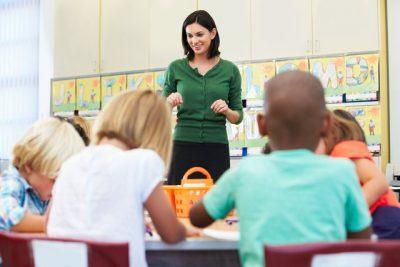 7 MARSI PO AFRON/ Ja cilat janë pesë ide dhuratash që mësuesit i duan