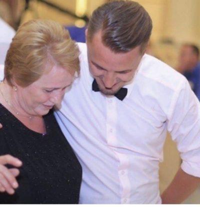 """""""1 ËNGJËLL PO LEXON MESAZHIN TIM TANI""""/ Blero zgjedh urimin më të veçantë për ditëlindjen e mamasë së tij (FOTO)"""