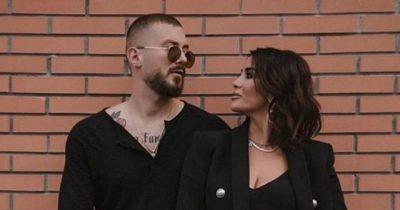 """""""ASGJË S'ËSHTË RASTËSI""""/ Jonida dhe Romeo nuk ndahen nga njëri-tjetri as në karantinë (VIDEO)"""