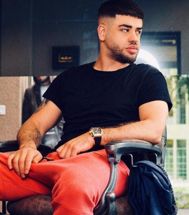 MENDUAM SE E HARROI NUSEN E TIJ TË FAMSHME/ Por sapo e pa gjysëm të zhveshur Noizy nuk përmbahet dot (FOTOT)