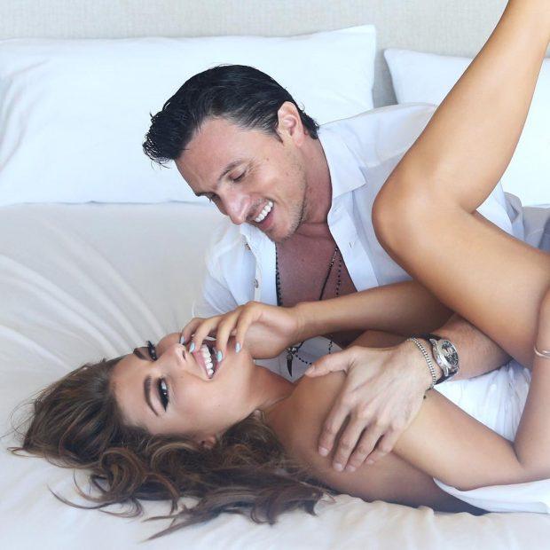 KY PO QË ËSHTË ROMANTIK/ I shoqi surprizon Angela Martinin në 34-vjetorin e lindjes (FOTOT)