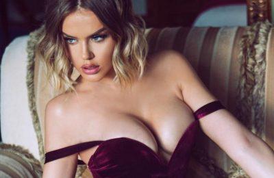 KJO FOTO E KEJVINËS DO T'JU HABISË/ Modelja pozon me bikini para pasqyrës