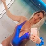 SHTATZANË PËR HERË TË PARË/ Olta Gixhari provokon përpara pasqyrës, publikon FOTOT seksi me 'body'