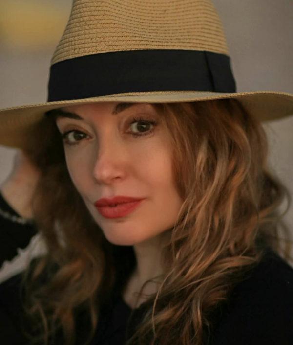 NOSTALGJIKE/ Rovena Dilo hap albumet dhe ndan këtë kujtim të vyer nga fotografitë e saj
