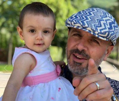 """""""SA SHPEJT KALUAN 364 DITË E VOGLA E BABIT…""""/ Sidrit Bejleri poston foton e ëmbël me vogëlushen e tij:"""