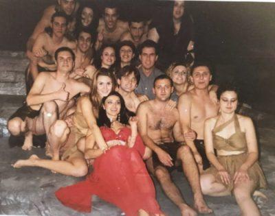 JANË AKTORË/ I gjeni dot cilët janë personazhet e njohur në këtë foto?