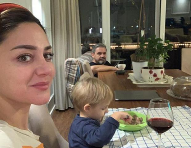"""""""MAMA ËSHTË E IMJA, APO JO?"""" Vetëm 3-vjeç por Kroi nuk e lë Albanin t'i afrohet Bieta Sulos (FOTO)"""