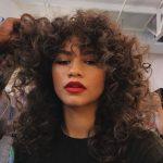 BËNI KUJDES! Këto 5 gabime të përditshme po ju dëmtojnë flokët pa e kuptuar