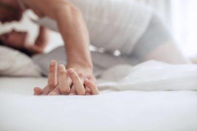DONI QË TË JENI TË LUMTUR NË ÇIFT? Ja sa herë duhet të kryeni mardhënie seksuale