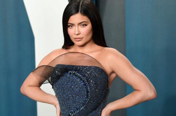 """NUK ËSHTË MË E NDJEKURA DHE MË E PAGUARA/ Kush e rrëzoi Kylie Jenner nga """"froni"""" i Instagram-it?"""