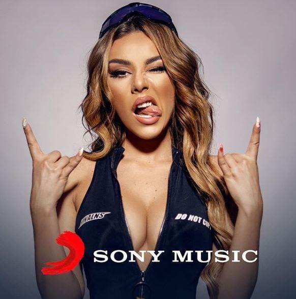 SUKSESET E TAYNËS NUK KANË TË NDALUR/ Nënshkruan kontratë me kompaninë e njohur muzikore (FOTO)