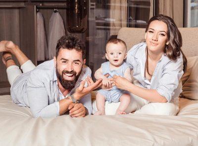 """""""E QESHURA QË MË BËN…""""/ Fatma, Alfio dhe Noah ndanë FOTON më të ëmbël të pushimeve të verës!"""