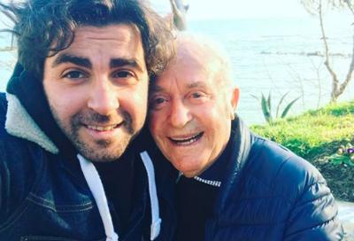 """""""MUZIKA IME, DASHURIA PËR JETËN""""/ Këngëtari shqiptar humb të atin dhe i bën dedikimin prekës (FOTO+VIDEO)"""