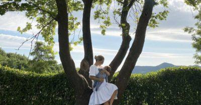 KOHËN E LIRË TË MIRIAMIT E MERR GJITHMONË DUAMI/ Këngëtarja ndan këto momente me vogëlushin (FOTO)