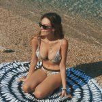 """E BUKUR DHE NATYRALE/ Eva Murati poston FOTON nga plazhi """"pa pikë"""" grimi: Duke shijuar ditën time të fundit"""
