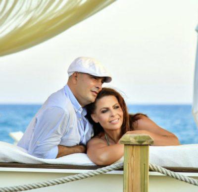 """""""SHPIRTI I SHPIRTIT TIM…""""/ Gati 10 vite së bashku, Aurela Gaçe poston FOTON e veçantë me bashkëshortin"""