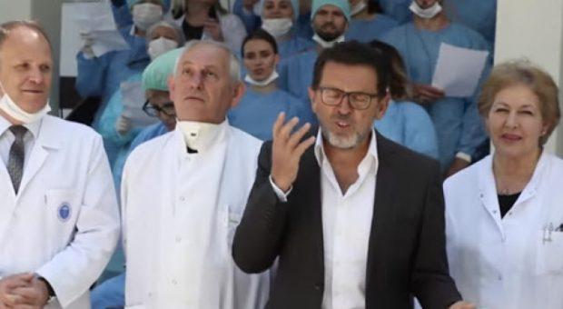"""""""KAM HUMBUR SHIJEN DHE…""""/ Këngëtari i njohur shqiptar rezulton pozitiv në testin e Covid"""