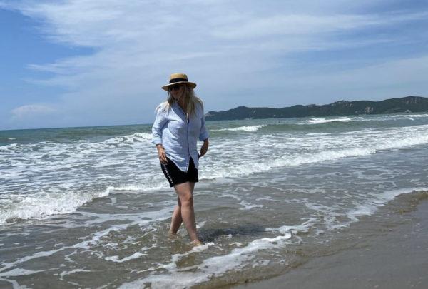 """""""KAM SHTUAR KILOGRAM, POR KJO NUK MË BËN…""""/ Rozana Radi ka një mesazh për të thënë me këtë FOTO nga plazhi"""