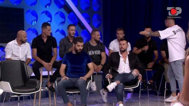 """""""MOS E ZGJAT""""! Nuk pritej, incident live mes djemve në studion e """"Përputhen"""" (FOTO+VIDEO)"""