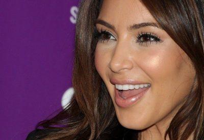 KËSHILLA BUKURIE/ 5 hile make up-i që i bëjnë dhëmbët tuaj të duken më të bardhë