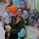 """""""KAM KALUAR SHUMË KOHË NË FILLIM…""""/ Jona Spahiu flet për mëmësinë dhe i frymëzon të gjitha mamatë me këtë shkrim (FOTOT)"""