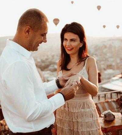 """""""AS NË ËNDËRRA NUK E KISHA IMAGJINUAR…""""/ Mark Frroku i propozon për martesë Rudina Dembacaj, shikoni pamjet (FOTOT)"""