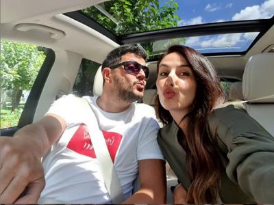 """""""10 VITE MARTESË, 15 VITE DASHURI""""/ Ermal Mamaqi dhe Ami festojnë përvjetorin, ja urimi me fjalët romatike për njeri-tjetrin (FOTO)"""