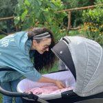 """""""JETA IME MORI NJË TJETËR KUPTIM…""""/ Jonida Vokshi poston FOTON e veçantë të vajzës në 3 mujorin e lindjes"""