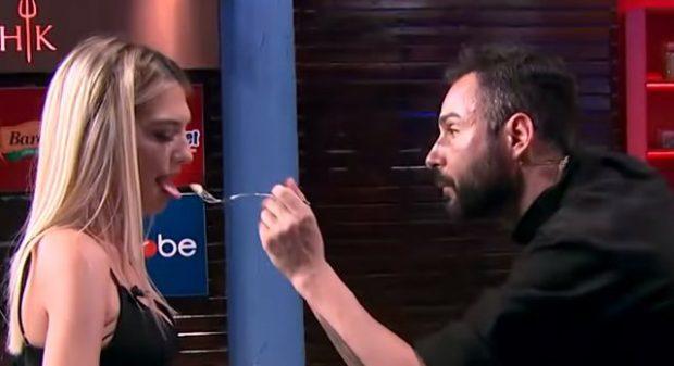 """""""PROVOJE DHE TI""""/ Ina e """"Përputhen"""" huton Renato Mekollin: Pse e nxjerr gjuhën ashtu (FOTO+VIDEO)"""