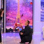 EMOCIONUESE/ Partneri i propozon për martesë gazetares shqiptare në mes të emisionit (FOTO)