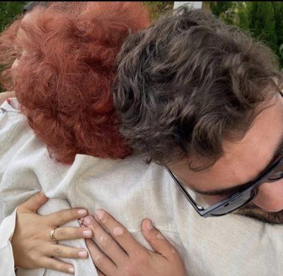 """""""ZEMRAT…""""/ Me Sarën dhe Ledrin përqafuar, Xheraldina ndan momentin më të bukur nga festa…"""