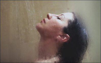 DUKE NISUR NGA SOT/ Ja pse duhet ta lani gjithnjë kokën e dushit