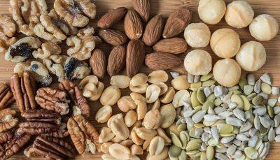 PËR NJË LËKURË TË BUKUR/ Këto janë 8 ushqime që duhet t'i keni patjetër në dietën tuaj