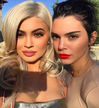 SHERRI KYLIE DHE KENDALL TRAZON UJËRAT/ Ja ç'diskutuan motrat Kardashian fshehurazi tyre (VIDEO)