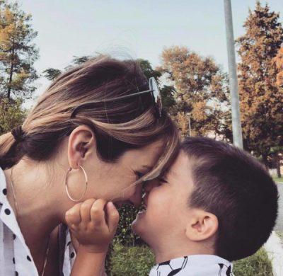 """""""SA SHUMË TË DUA…""""/ Arbana Osmani ndan FOTON e ëmbël me Jonin"""