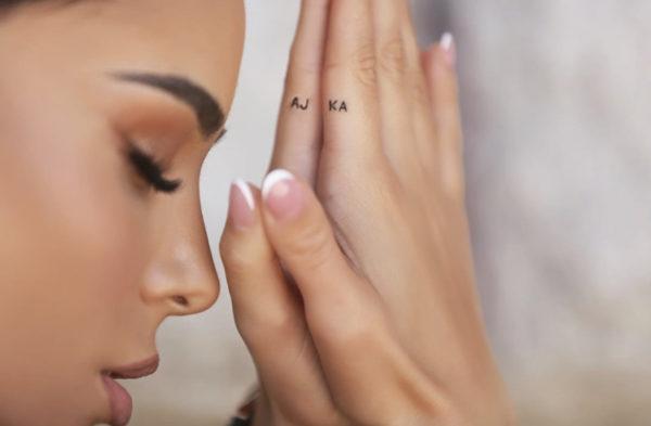 """""""LUTJA IME…""""/ Mësoni kuptimin e tatuazhit të ri të Xhensilës dedikuar Ajkës (FOTOT)"""