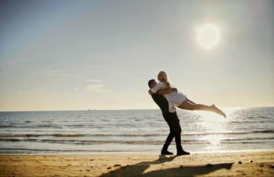 """""""NJË MOMENT QË KTHEHET NË…""""/ Genc Prelvukaj poston FOTON """"romantike"""" me Enin në krahë dhe nuk i kursen fjalët"""