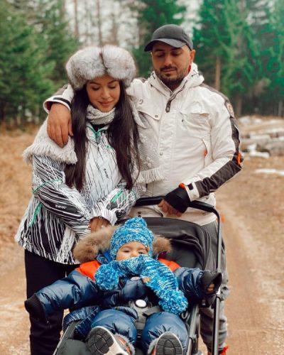 """""""DYSHJA MË E MIRË…""""/ Elita tregon me këto FOTO momentet e bukura të Gjikos duke luajtur me djalin"""