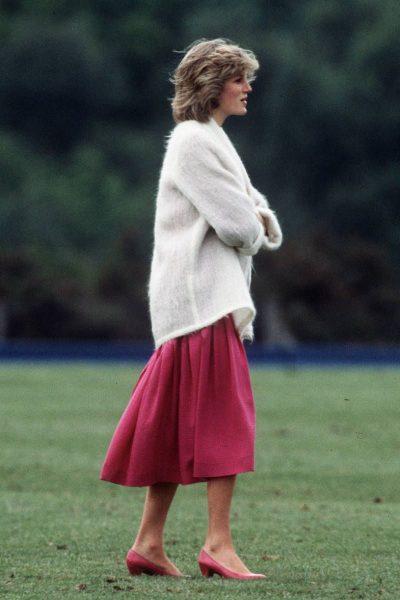 VESHJET QË PO RIKTHEHEN SËRISH NË KOHË/ Këto janë 6 stilet e veçanta të Lady Diana-s që do i preferoni patjetër