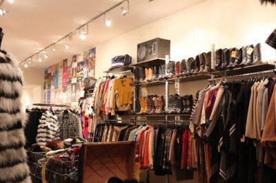 """7 TRENDET MË """"IN"""" TË 2020-ËS/ Mund t'i gjeni lehtësisht edhe në tregun e rrobave të përdorura"""