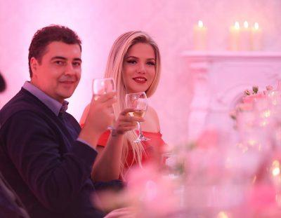 FESTOI DJE DITËLINDJEN/ Ja çfarë suprize romantike ka organizuar Ermali për Rezarta Shkurtën (VIDEO)