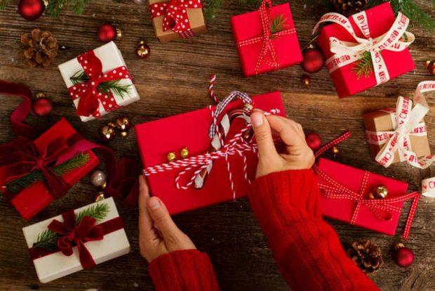 NUK KENI PARA NË XHEP PËR MOMENTIN? Këto janë disa ide dhuratash që duhet t'i bësh partnerit/es për Krishtlindje