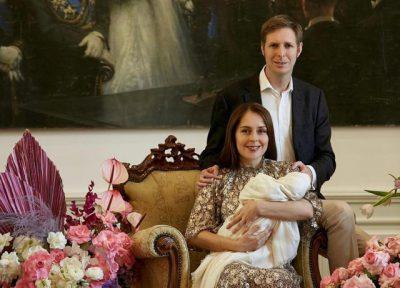 U BËNË PRINDËR PËR HERË TË PARË/ Princ Leka dhe Elia Zaharia zbulojnë portretin e vajzës së tyre (FOTO)
