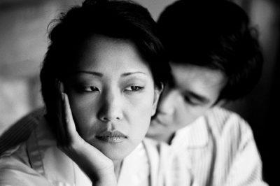 JENI NË NJË LIDHJE? Këto janë 5 sjellje që bëjnë më shumë dëm sesa mirë në një marrëdhënie