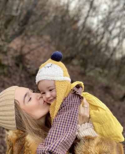 U BË NËNË PËR HERË TË PARË/ Yllka Kuqi poston FOTON e veçantë me vajzën në 10 mujorin e saj: O  zemra e mamit…