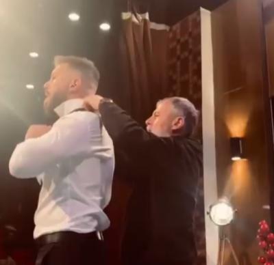 """""""PA TY JAM I PAFUQISHËM…""""/ Romeo poston VIDEON e veçantë me të atin, i cili po e ndihmon për të rregulluar kollaren"""