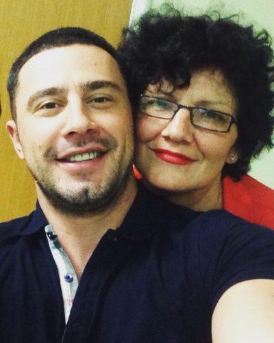 """""""TI JETON GJITHMONË NË…""""/ Robert Berisha prek me fjalët e dedikuara të ëmës së tij të ndjerë (FOTOT)"""