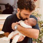 """""""SYNI I BABIT""""/ Ledri Vula ndodhet larg Poem Blu, por ja si po çmallet ai me vogëlushen e tij (FOTO)"""